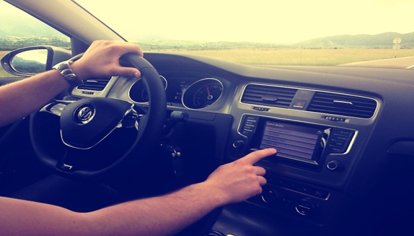 Cum se conduce masina la drum lung?