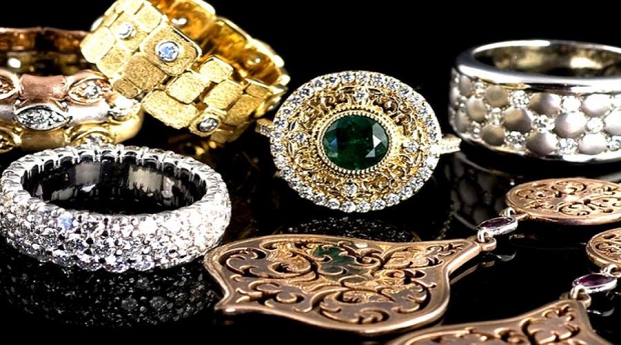 De ce isi cumpara oamenii bijuterii?