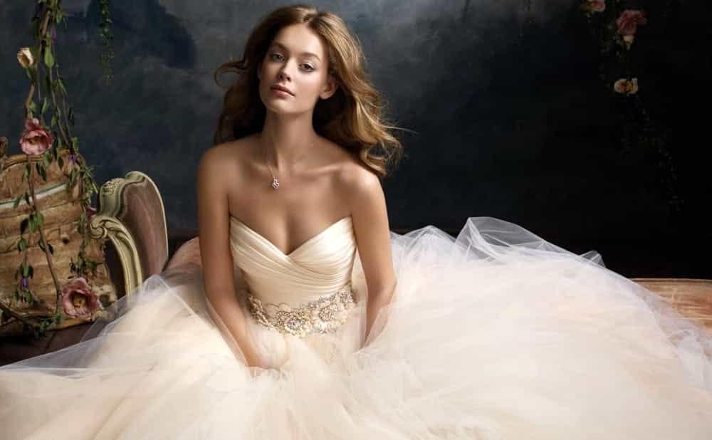 Ce rochie de nunta vi se potriveste?