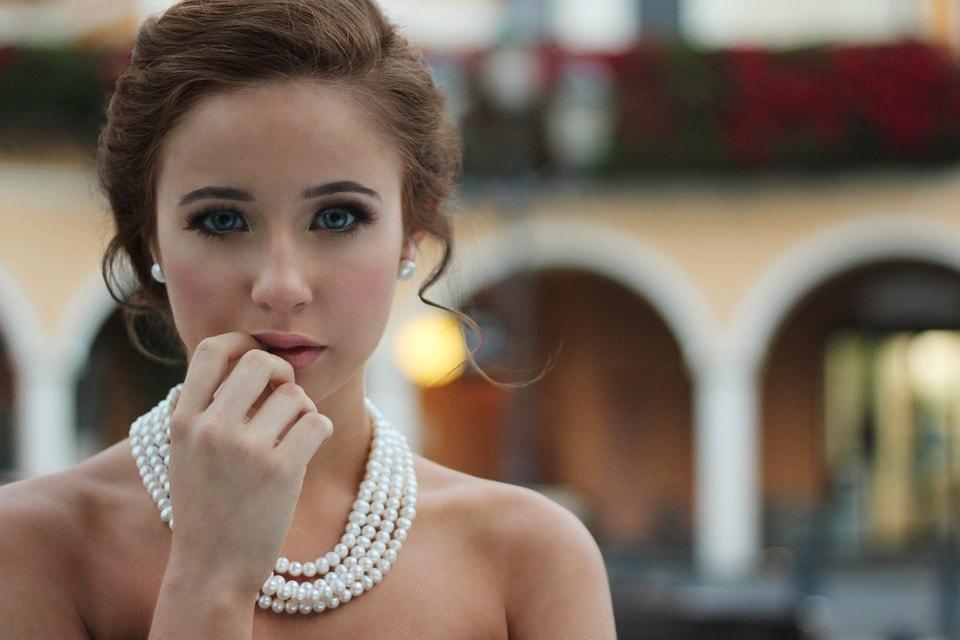 De ce iubesc atat de mult femeile bijuteriile?