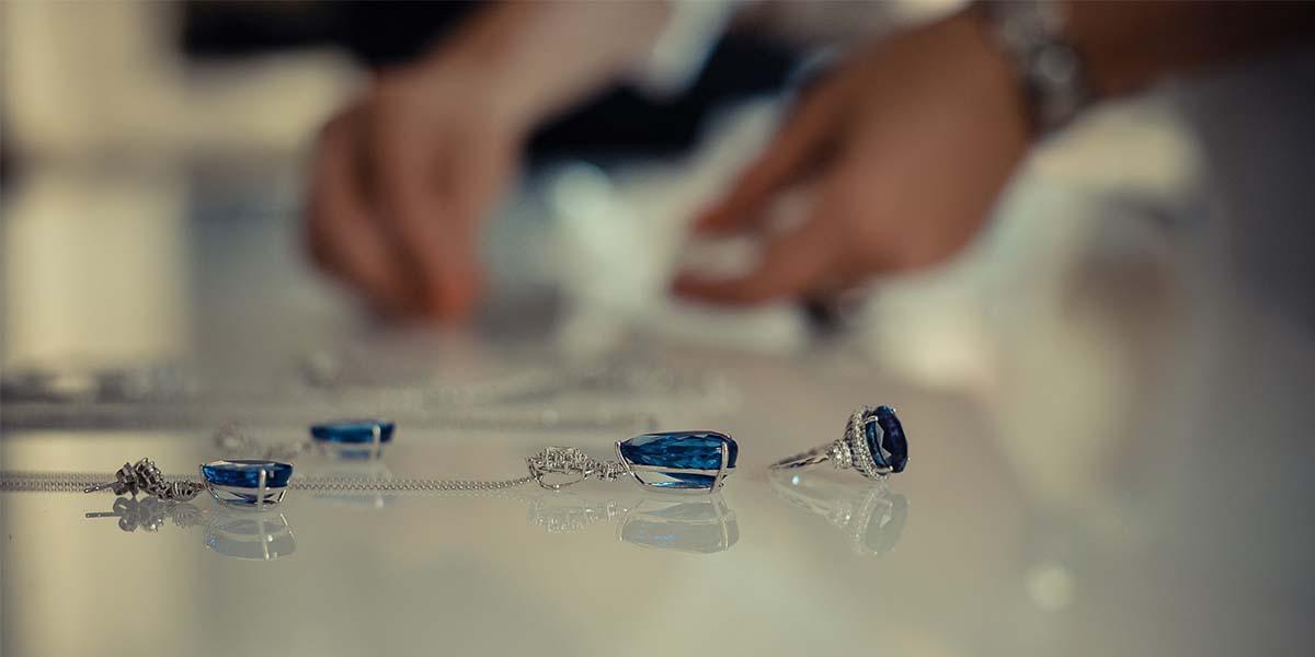 Ce pietre pretioase si semipretioase pot avea bijuteriile?