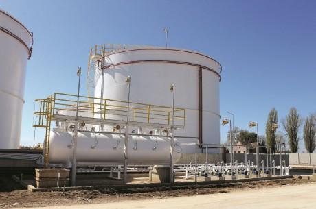 Cum pot fi tratate corespunzator depozitele chimice si de combustibil pentru a evita poluarea